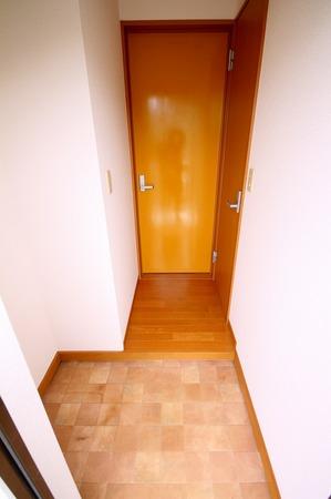 スズキアパート201玄関